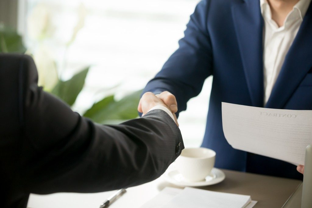 Handshake as a sign of customer loyalty